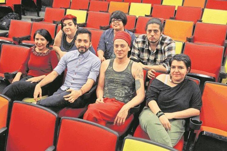 El comité organizador del 11 Festival Nacional de Teatro, integrado por artistas de diferentes edades, trabaja en la planificación de esta actividad escénica desde octubre del 2016. (Foto Prensa Libre: Álvaro Interiano).
