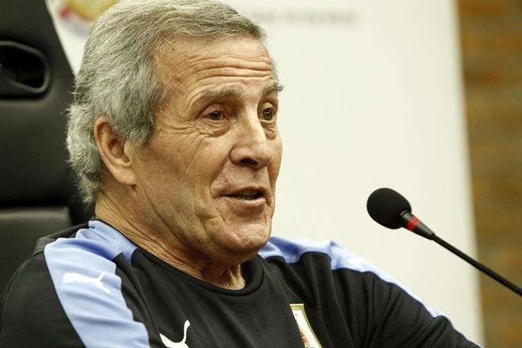 El técnico de Uruguay, Óscar Washington Tabárez habló acerca del duelo frente a Brasil. (Foto Prensa Libre: AFP)