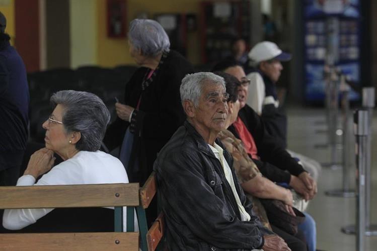Pensionados del Estado tienen hasta el 15 de enero de 2016 para demostrar su supervivencia. (Foto Prensa Libre: Hemeroteca PL)