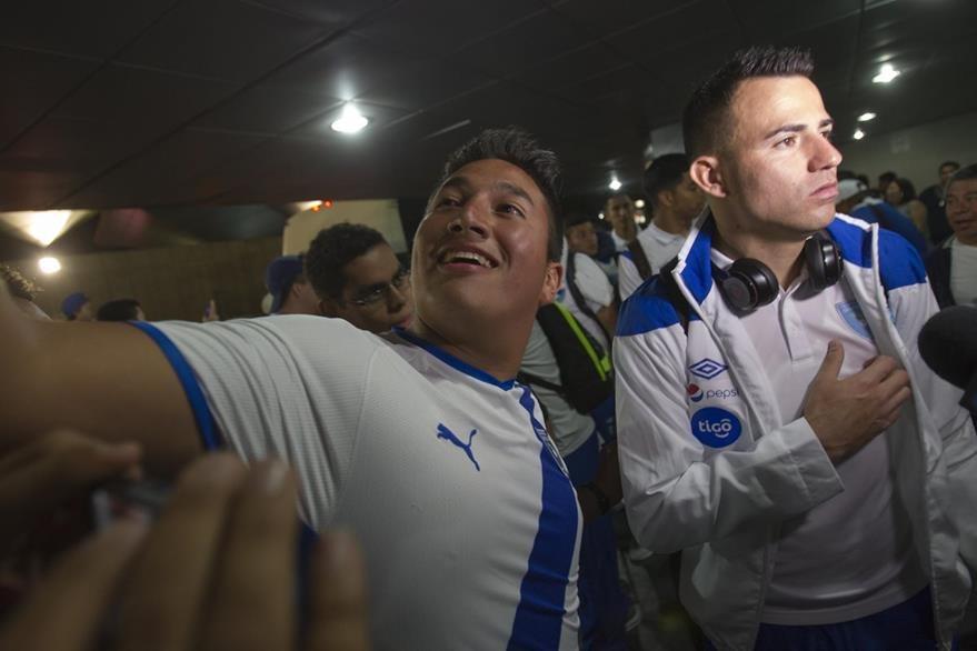 Marco Pappa fue uno de los más solicitados por la afición. (Foto Prensa Libre: Norvin Mendoza)