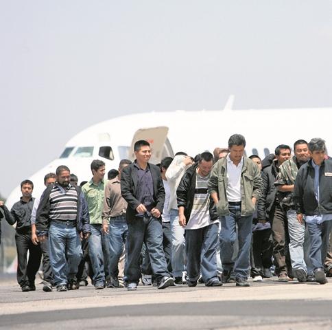 Unos cuatro vuelos de deportados llegan a Guatemala cada  semana. (Foto Prensa Libre: Hemeroteca PL)
