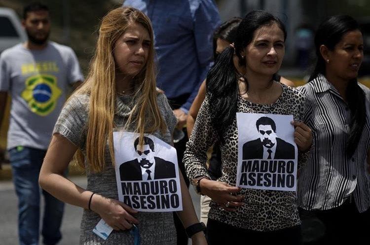 Opositores bloquearon calles y autopistas en protesta contra el gobierno de Nicolás Maduro.(EFE).