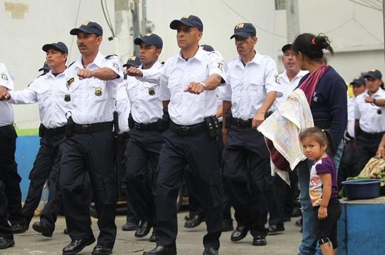 Los nuevos policías darán seguridad preventiva a la población. (Foto Prensa Libre: Érick Ávila)