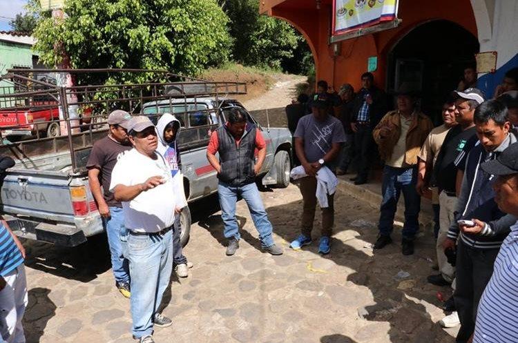 Dueños de los picops protestaron contra las disposiciones de la municipalidad. (Foto Prensa Libre: Víctor Chamalé)