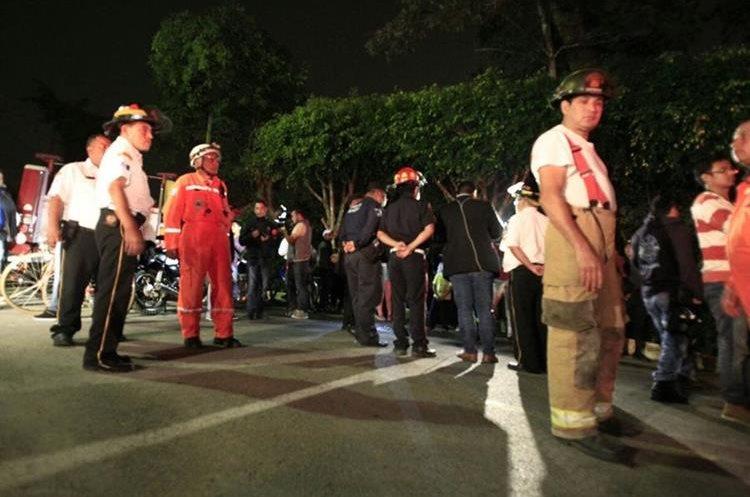 Socorristas llegaron a Fraijanes, para efectuar la búsqueda de la aeronave. (Foto Prensa Libre: Carlos Hernández)