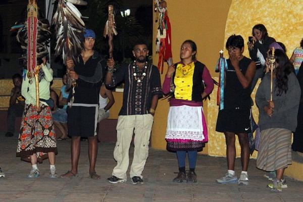 <p>Diferentes tribus indígenas del continente realizan una visita a Gualán, Zacapa. (Foto Prensa Libre: Julio Vargas)<br></p>