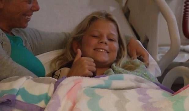 <em>Kaley Szarmack se recupera en un hospital para niños tras recibir 90 puntos en la pierna. (Foto Prensa Libre: AFP).</em>