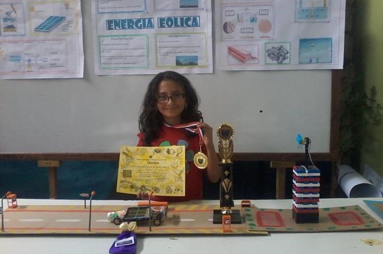 La menor ha participado en varios concursos de ciencia y tecnología. (Foto Prensa Libre: María Longo)