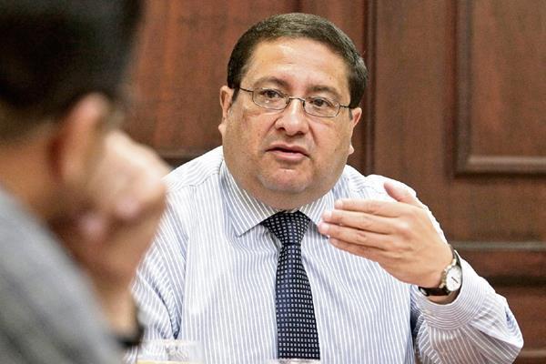 Dorval Carías, ministro de Finanzas, quien recién presentó su renuncia.