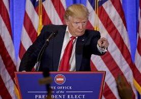 Trump manda callar a un periodista en su primera conferencia de prensa tras ganar las elecciones.(AP).