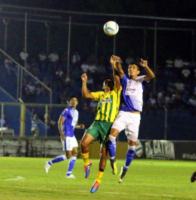 Suchitepéquez y Guastatoya lucharon hasta el final pero no llegó la definición. (Foto Prensa Libre: Rolando Miranda)