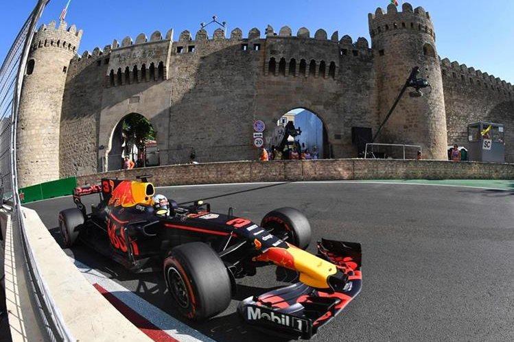 Hamilton logra la pole en el GP de Azerbaiyán