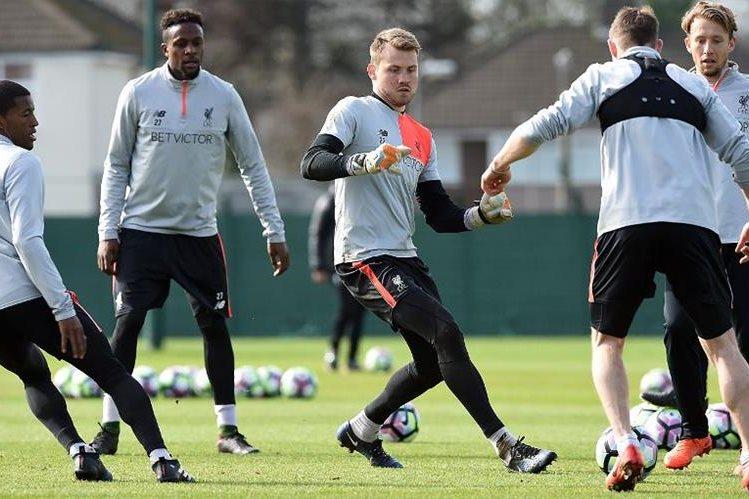 Los jugadores del Liverpool durante el entrenamiento previo al partido contra el Burnley. (Foto Prensa Libre: Liverpool)