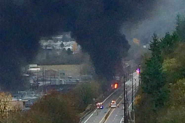 El incendio se observó a varios kilómetros de distancia. (Foto Prensa Libre: AP).