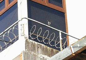 El edificio de la comuna de Mixco fue blanco de un atentado el lunes en la noche. (Foto Prensa Libre: Estuardo Paredes)