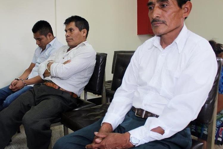 Los tres sentenciados por el caso de secuestro de un menor en Totonicapán. (Foto Prensa Libre: Óscar Figueroa).