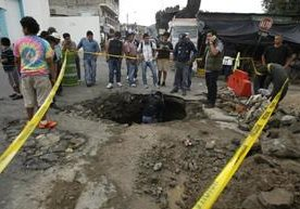 Una fuga de agua provocó un agujero de grandes proporciones.