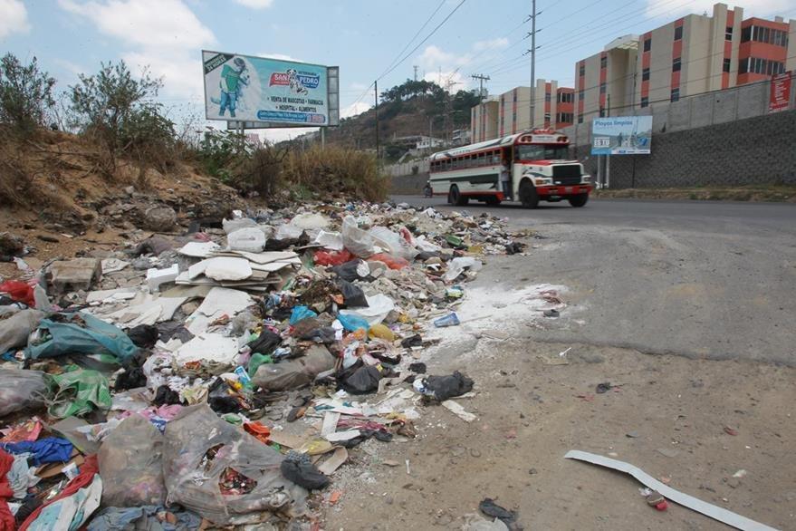 Basurero clandestino al final de la avenida Petapa. (Foto Prensa Libre: Hemeroteca PL)