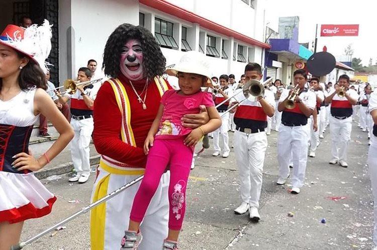 Bandas, bailarinas, payasos y sobre todo, niños disfrutaron del tradicional carnaval que ya forma parte de Mazatenango.