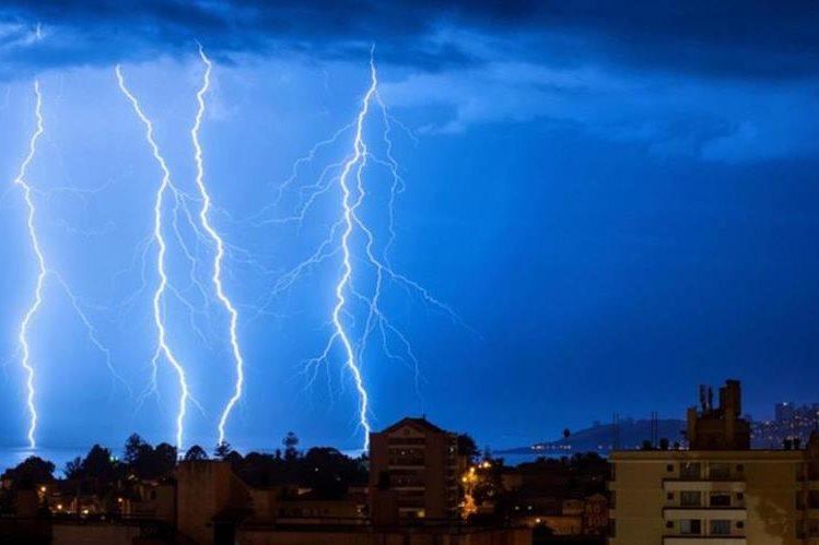Ciertas medidas ayudarán a prevenir riesgo de electrocución por la caída de rayos durante las tormentas eléctricas.