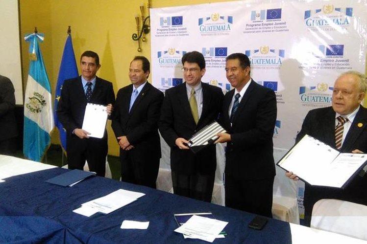 Ministro de Economía firmó acuerdo con instituciones para crear tres centros Promipyme.