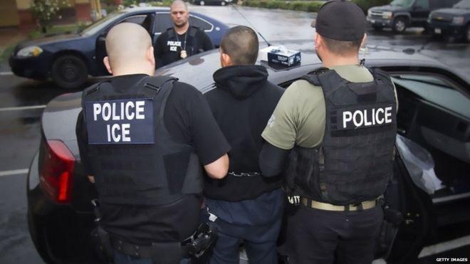 Más de 680 inmigrantes indocumentados fueron arrestados la semana pasada en varias redadas en 11 estados. GETTY IMAGES
