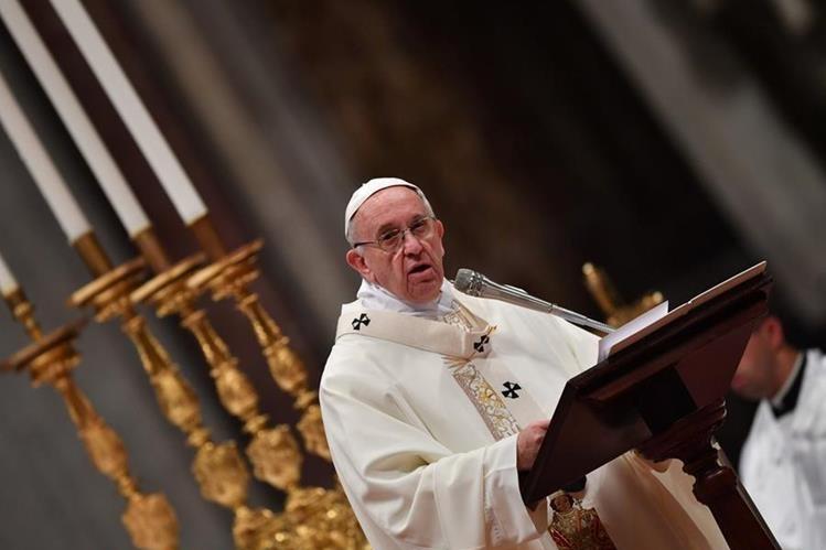 El Papa oficia la misa durante la celebración del Día Mundial de la Vida Consagrada.(Foto Prensa Libre:AFP).