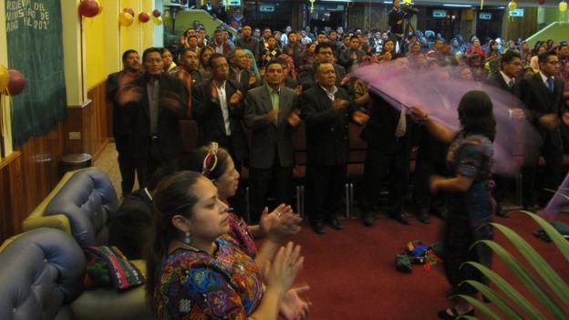 Las celebraciones evangélicas abundan en Almolonga y las iglesias casi siempre están llenas.