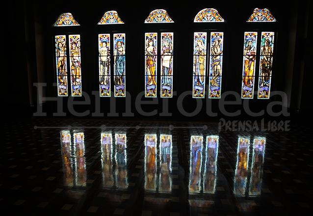 Tras estar en restauración varios años, los vitrales hoy aparecen intactos. (Foto: Hemeroteca PL)
