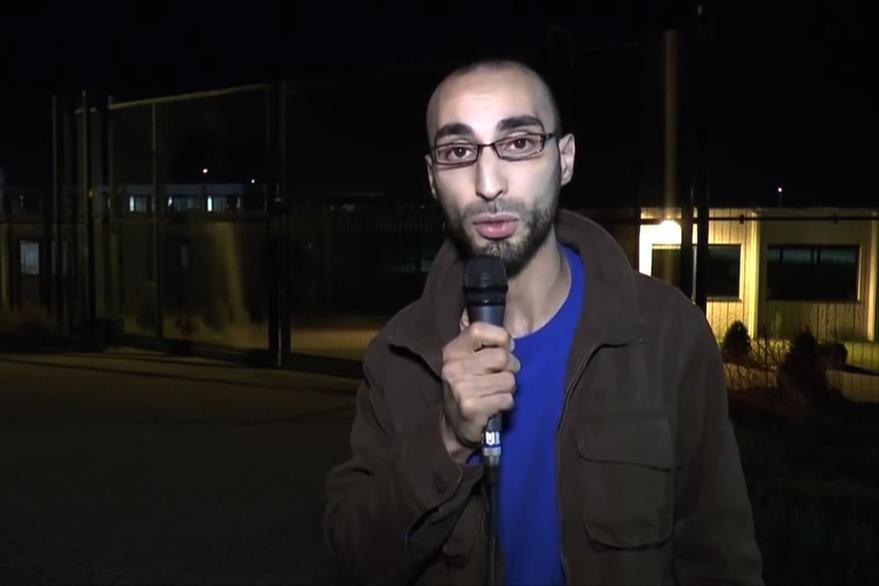 Faycal Cheffou, el periodista que fue detenido el jueves pasado y que fue puesto en libertad. (Foto Prensa Libre: AFP).