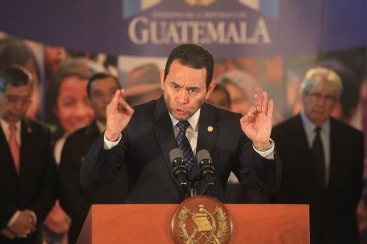 El presidente Jimmy Morales condenó lo ocurrido en el Hospital Roosevelt durante una conferencia de prensa en el Palacio Nacional de la Cultura. (Foto Prensa Libre: Esbin García)