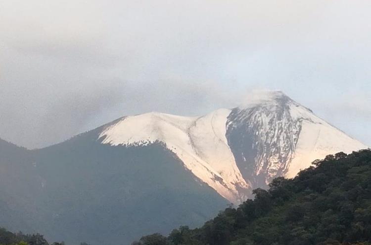 El Insivumeh alertó del descenso de material volcánico.