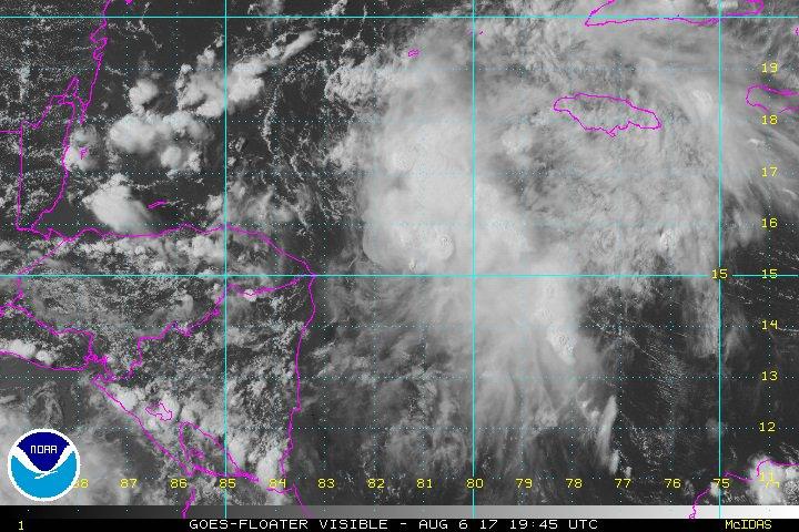 El Centro Nacional de Huracanes de EE.UU. emitirá avisos por el acercamiento de la tormenta Harvey a Centroamérica. (Foto Prensa Libre: @NWSNHC)