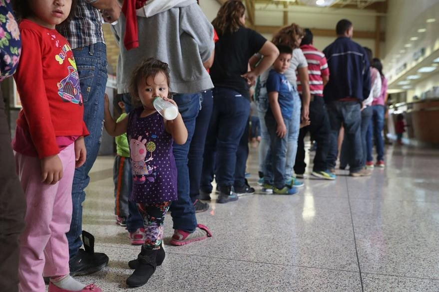 Cada año, miles de centroamericanos, principalmente de Guatemala, Honduras y El Salvador, sale de su país en busca de regugio puesto que huyen de la violencia. (Foto Prensa Libre: AFP).