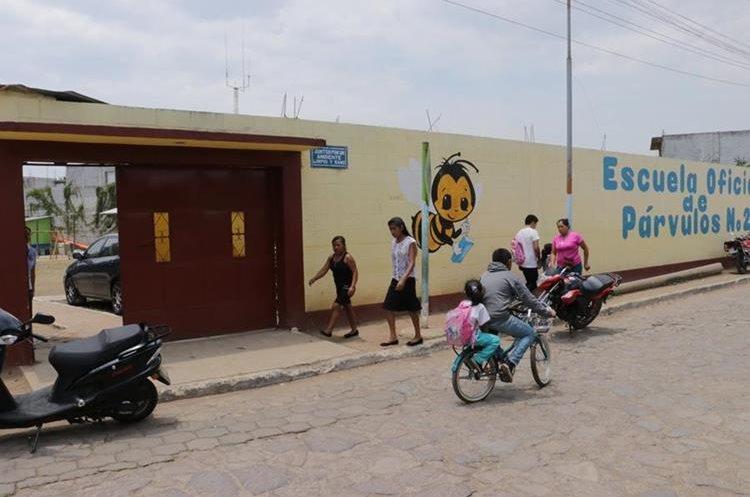 En El Tejar Chimaltenango varios establecimientos educativos no apoyaron el paro del magisterio. (Foto Prensa Libre: Víctor Chamalé).