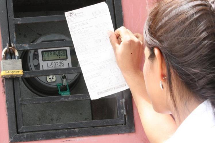 En la factura de energía eléctrica se puede cobrar en la actualidad solo la tasa de alumbrado público. (Foto, Prensa Libre: Hemeroteca PL)