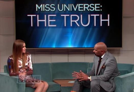 En la entrevista, ambos personajes hablaron de lo sucedido el 20 de diciembre en el certamen de Miss Universo. (Foto Prensa Libre: Tomada de YouTube)