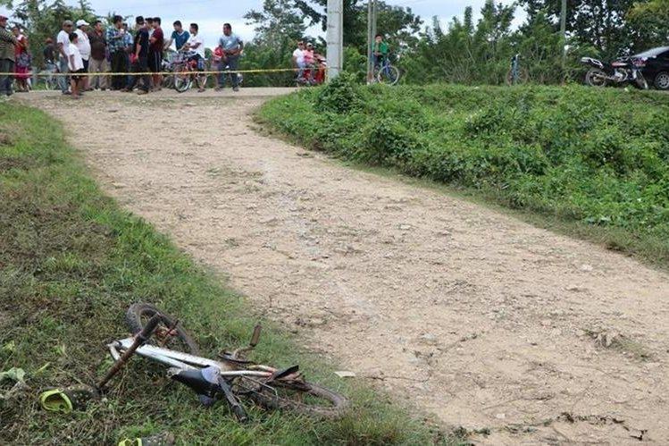 El menor tenía cinco minutos de haber salido de su vivienda, cuando se dirigía a la tienda. (Foto Prensa Libre: Rigoberto Escobar)