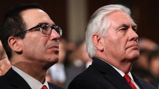 El secretario de Estado de EE.UU. , Rex Tillerson (der.) irá de gira por cinco países del continente. REUTERS