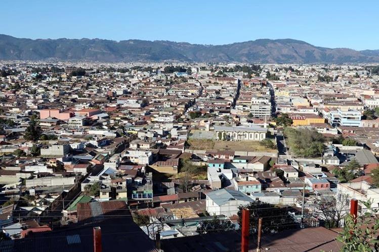 Los vecinos de Xela se quejan de forma constante de la administración municipal, porque no atiende las necesidades de la ciudad. (Foto Prensa Libre: Carlos Ventura).