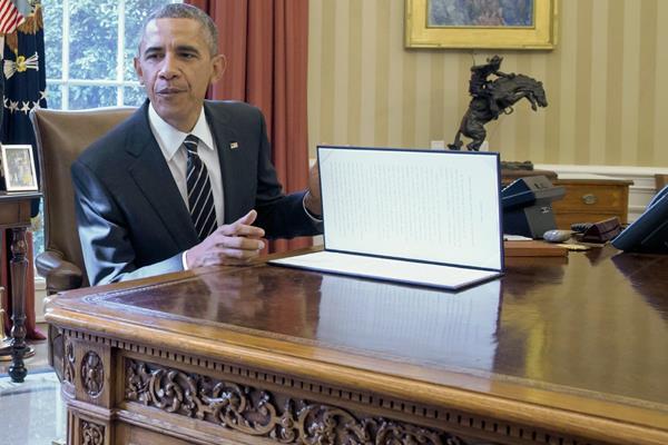 Barack Obama, firma un ordenamiento para reducir las emisiones de gas y el efecto invernadero. (Foto Prensa Libre:EFE)