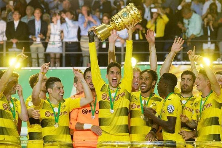 Así festejaron los jugadores del Borussia Dortmund. (Foto Prensa Libre: AFP)