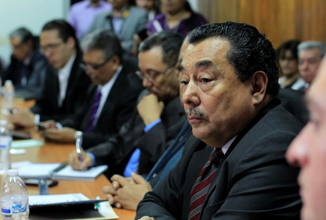 El ministro Alfonso Cabrera durante la cita con el bloque Todos. (Foto Prensa Libre: Edwin Bercián)