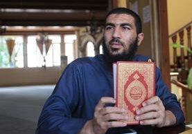 El imam el-Sagini afirma que el islam predica la paz y la misericordia. Foto Prensa Libre: Esbin García.