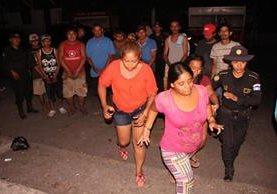 Capturados en Escuintla son investigados por el robo de una motocicleta. (Foto Prensa Libre: PNC)