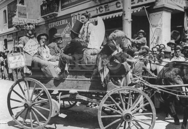 Carroza alegórica de la Huelga de Dolores durante el tiempo de la Revolución. Foto de 1945. (Foto: Hemeroteca PL)