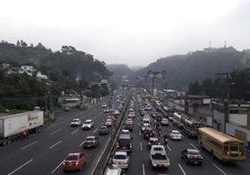 Embotellamiento en ruta al Pacífico. (Foto Prensa Libre: Provial)