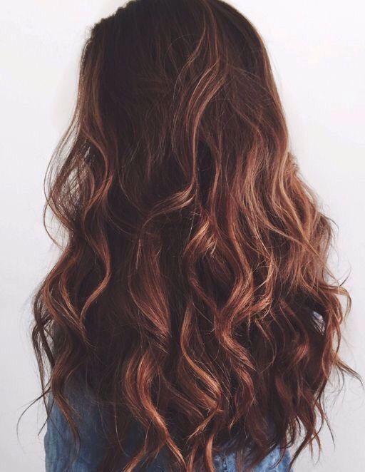 Los cabellos largos y con volumen son perfectos para personas delgadas y altas. (Foto Prensa Libre: Pinterest).