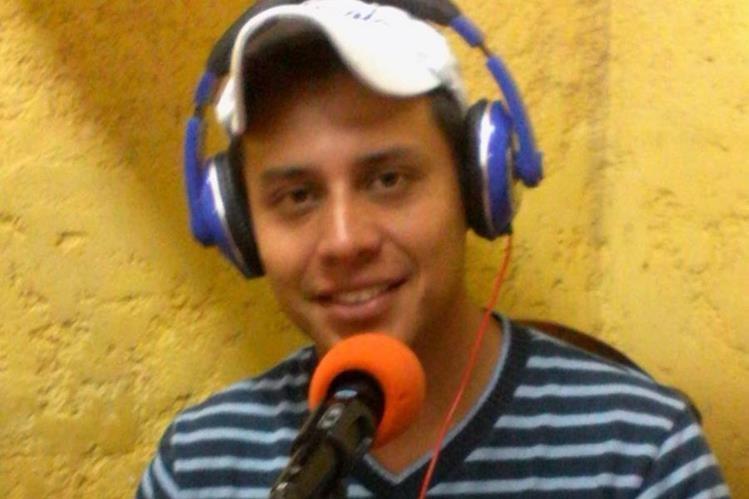 Juan Pablo Ramírez Kursell es locutor de una radio en San Pedro Carchá. (Foto Prensa Libre: Facebook)