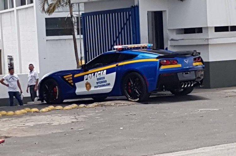 El Chevrolet Corvette Stingray 2016 fue convertido en un autopatrulla que hará patrullajes preventivos. (Foto Prensa Libre: Tomada de Internet).